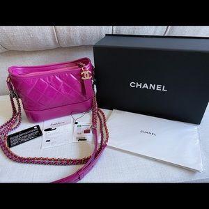 AUTHENTIC Chanel 19K Fuchsia Gabrielle Hobo Small